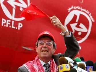 Manifestazione del Fplp (Olp) contro la ripresa dei negoziati. Sullo sfondo, il simbolo con la rappresentazione delle storiche rivendicazioni massimaliste palestinesi: lo Stato palestinese deve comprendere anche Israele e Transgiordania