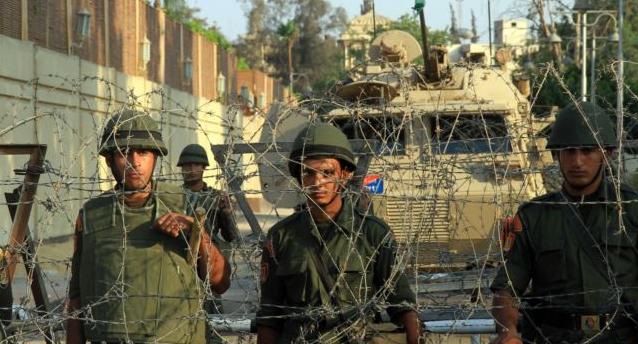 Soldati egiziani al Cairo