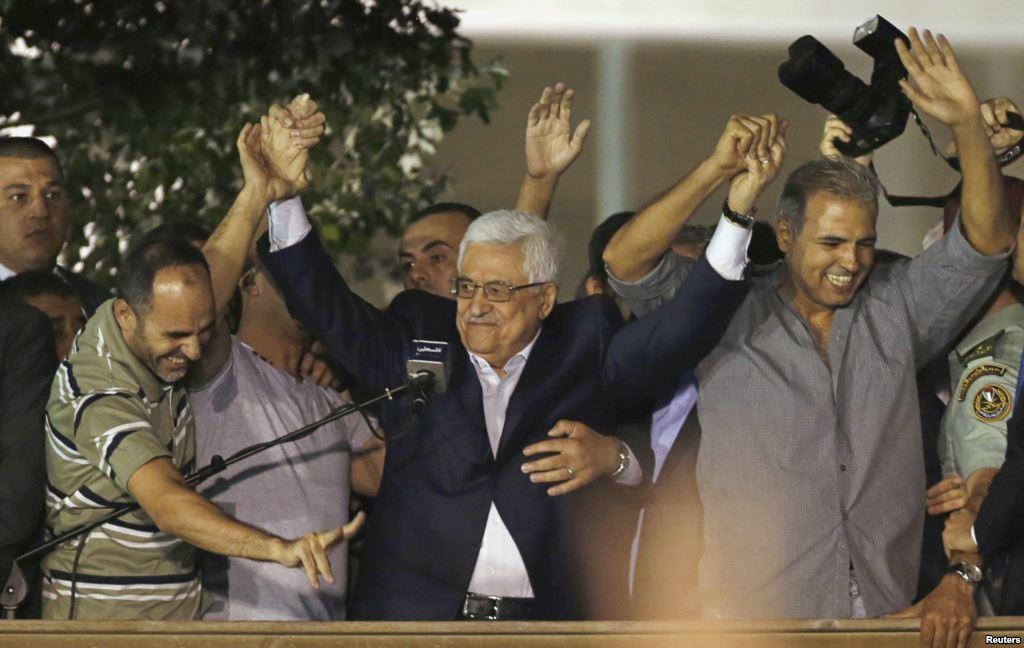 Il presidente dell'Autorità Palestinese Mahmoud Abbas (Abu Mazen) accoglie a Ramallah terroristi palestinesi scarcerati da Israele