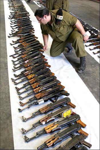 Armi Hezbollah confiscate dalle forze israeliane in Libano nel 2006