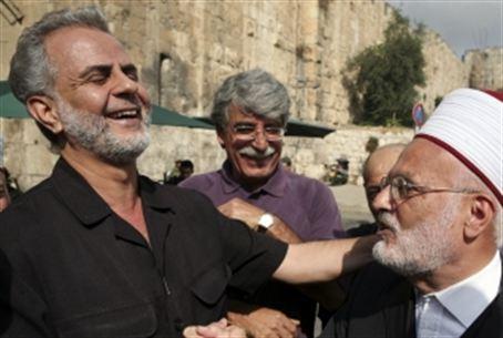 Il parlamentare arabo-israeliano Ibrahim Sarsour (a sinistra nella foto), nell'ottobre 2013 dichiarò che i patriarchi Abramo, Isacco e Giacobbe erano musulmani, e non ebrei