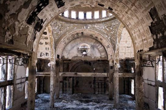 Una chiesta copta data alle fiamme da fanatici islamici a Minya, nell'Alto Egitto