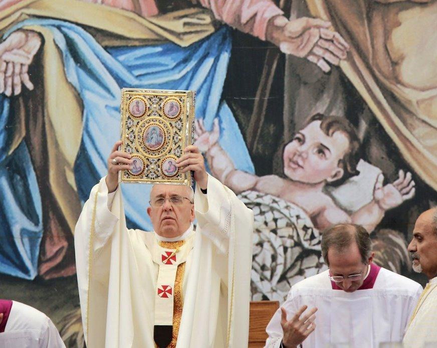 """Il """"Gesù Bambino palestinese"""" alle spalle di papa Francesco lo scorso 25 maggio, a Betlemme"""