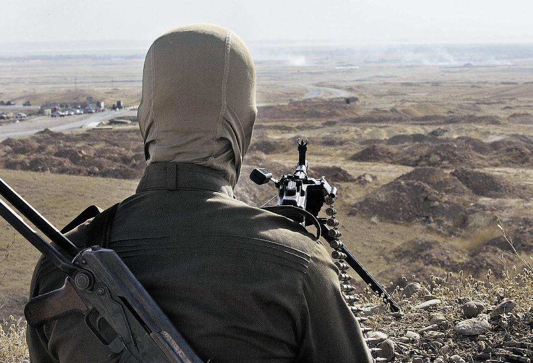 Peshmerga indipendentista curdo schierato a Kirkuk