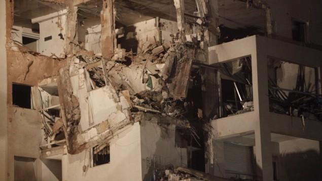 Un condominio di Rishon Lezion (a sud di Tel Aviv) colpito da un razzo palestinese lanciato da Gaza nel novembre 2012