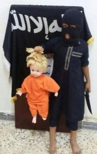 """Immagine postata lunedì su Twitter da sostenitori dell'ISIS. La didascalia dice: """"Insegnate ai vostri figli a tagliare le teste, domani ci saranno un sacco di teste marce""""."""