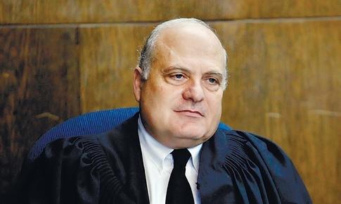 """""""Dobbiamo decidere se siamo nemici di Israele o se siamo suoi cittadini"""". Nella foto: Salim Joubran, arabo, giudice della Corte Suprema israeliana"""