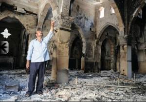 Una chiesa copta presso il Cairo devastata dagli islamisti nel 2013