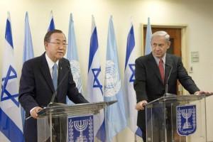 Il Segretario generale Ban Ki-moon e il primo ministro israeliano Benjamin Netanyahu (in una recente immagine d'archivio)