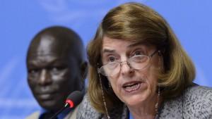 Mary McGowan Davis, presidente della Commissione d'inchiesta del Consiglio Onu per i diritti umani, Alle sue spalle, l'altro membro della Commissione, Doudou Diène