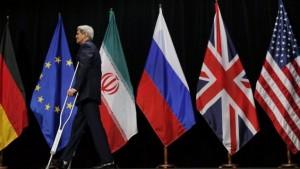 Il Segretario di stato Usa John Kerry lascia il palco di Vienna