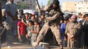 """Una vera e propria guerra culturale – Siria, 2 luglio: jihadisti dello """"Stato Islamico"""" (ISIS) distruggono antichi reperti artistici nella città di Palmira"""