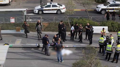 Tredicenne israeliano aggredito e gravemente ferito a colpi di pugnale da un suo coetaneo palestinese lunedì pomeriggio a Pisgat Zeev (Gerusalemme nord)