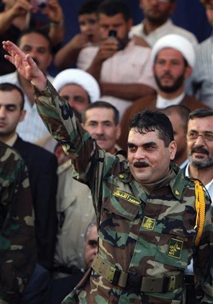 Libano, 2008: il terrorista Samir Kuntar in uniforme Hezbollah, poco dopo la sua scarcerazione da Israele