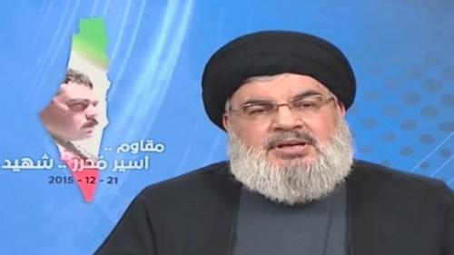 Il capo di Hezbollah Hassan Nasrallah durante il discorso in tv di lunedi' con cui ha giurato vendetta per l'uccisione del terrorista Samir Kuntar. Alle sue spalle, la consueta immagine della Palestina: Israele risulta cancellato dalla carta geografica