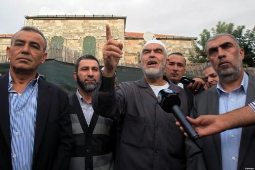 Il parlamentare arabo-israeliano della Lista Araba Comune Jamal Zahalka (a sinistra) ad una manifestazione insieme a Raed Salah, capo del ramo nord del Movimento islamico israeliano (filo-Hamas)