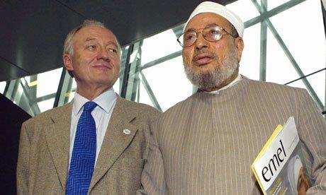 L'allora sindaco di Londra Ken Livingstone con il chierico islamista Yusuf al-Qaradawi nel 2004