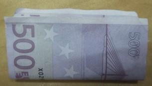 Un rotolo di euro sequestrato dalle forze di sicurezza israeliane ad un palestinese che cercava di contrabbandale lo scorso giugno attraverso il valico di Erez