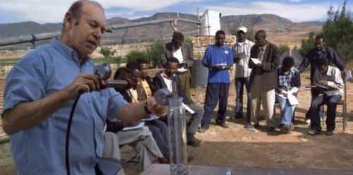 Un esperto israeliano insegna tecniche di irrigazione agricola in Etiopia