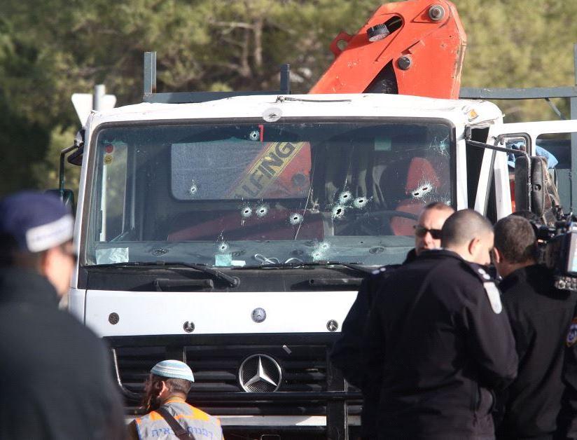 Gerusalemme, camion contro soldati israeliani: almeno 4 morti e 15 feriti