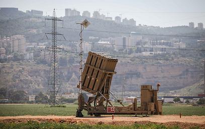 """Batteria anti-missile """"Cupola di ferro"""" schierata nei pressi di Haifa (Israele settentrionale)"""