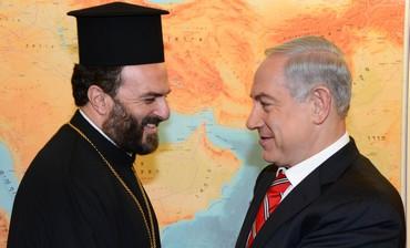 Padre Gabriel Nadaf e il primo ministro israeliano Benjamin Netanyahu