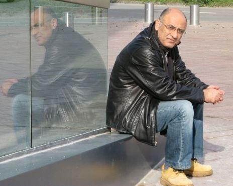 Il poeta, scrittore e saggista arabo israeliano della comunità drusa, Salman Masalha, autore di questo articolo. Masalha, fra l'altro, insegna Lingua e Letteratura Araba all'Università di Gerusalemme