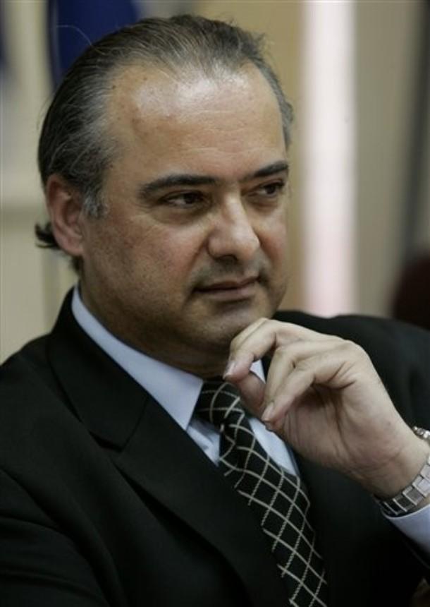 Farid Ghadry, autore di questo articolo, è co-fondatore e presidente del piccolo Partito siriano per la riforma. E' animatore di THE PAXGAMES, una celebrazione sportiva e musicale della pace nel mondo in programma in Italia nel 2014