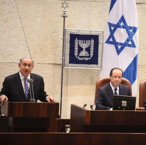 Il primo ministro israeliano Benjamin Netanyahu durante il suo intervento alla Knesset, lunedì, in occasione della visita del presidente francese Francois Hollande