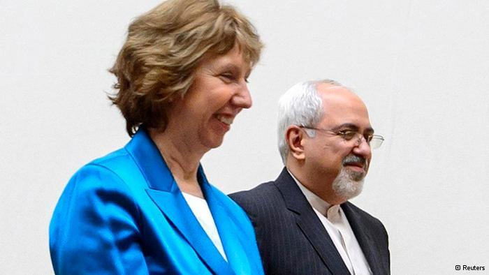 La responsabile della politica estera dell'Unione Europea, Catherine Ashton, con il ministro degli esteri iraniano, Mohammad Javad Zarif