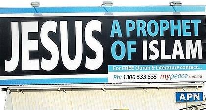 """«Una vergognosa riscrittura della storia cristiana» (sul poster: """"Gesù, un profeta dell'islam"""")"""