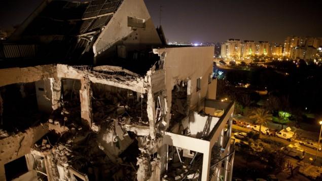 Edificio di Rishon Lezion colpito da un razzo di produzione iraniana lanciato da Hamas dalla striscia di Gaza il 20 novembre 2012