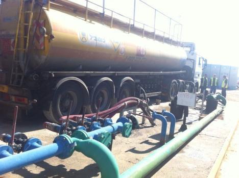 Rifornimento di carburante per Gaza attraverso il valico di Kerem Shalom