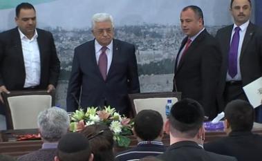 Il presidente dell'Autorità Palestinese Mahmoud Abbas (Abu Mazen) riceve gli studenti israeliani domenica a Ramallah