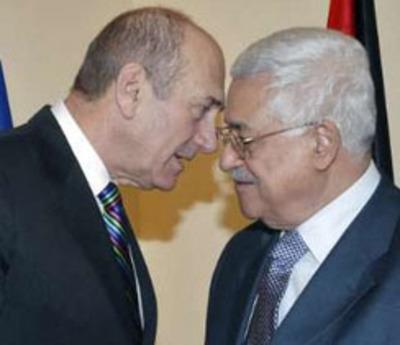 L'allora primo ministro israeliano Ehud Olmert e il presidente dell'Autorità Palestinese Mahmoud Abbas (Abu Mazen), a Gerusalemme l'8 gennaio 2008