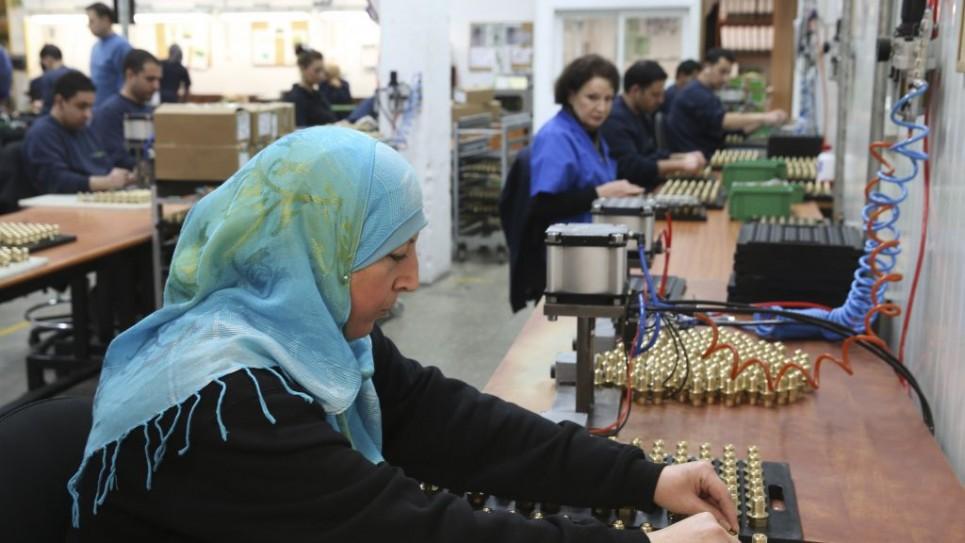 Un'operaia palestinese in SodaStream