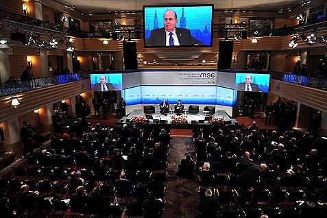 Il ministro della difesa israeliano Moshe Ya'alon alla Conferenza di Monaco sulla sicurezza