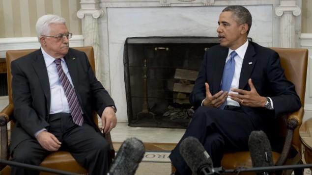 Il presidente degli Stati Uniti Barack Obama, a destra, e il presidente dell'Autorità Palestinese Abu Mazen (Mahmoud Abbas) nello Studio Ovale della Casa Bianca, a Washington, lunedì scorso
