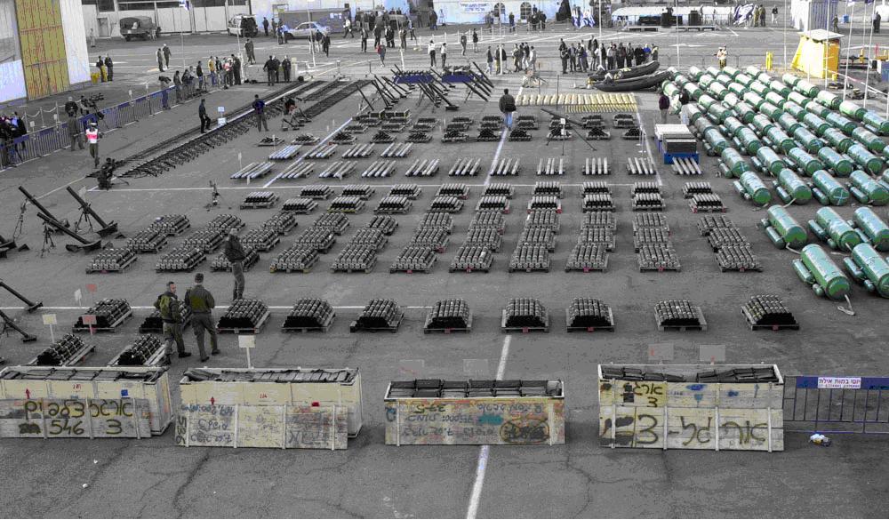 Le armi destinate ai terroristi, sequestrate dalla Marina israeliana sul cargo Karina-A nel 2002