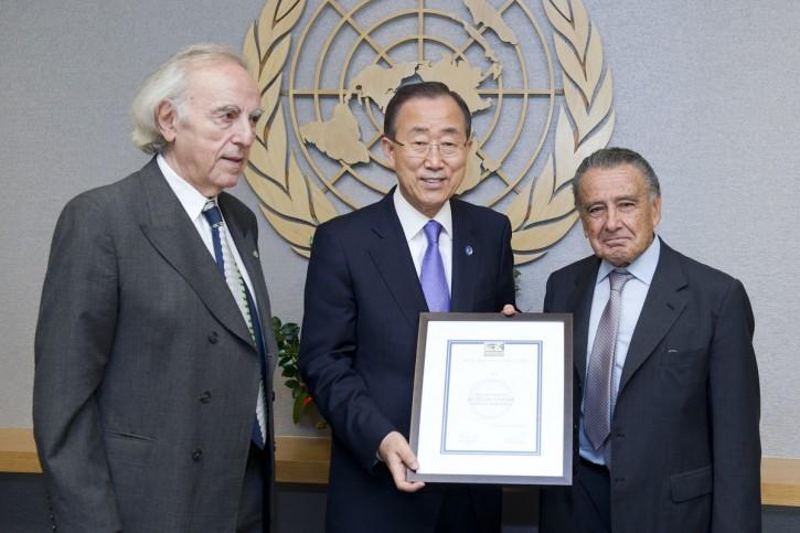 A lati del Segretario generale dell'Onu Ban Ki-moon, gli autori di questo articolo Baruch Tenembaum ed Eduardo Eurnekian, rispettivamente fondatore e presidente della International Raoul Wallenberg Foundation