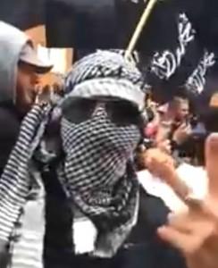 """In Olanda una manifestazione contro l'operazione anti-terrorismo d'Israele a Gaza si è trasformata in un raduno di centinaia di sostenitori dello """"Stato Islamico (in Iraq e nel Levante)"""" con tanto di bandiere nere dell'ISIS e slogan come """"morte agli ebrei"""" e all'Occidente"""