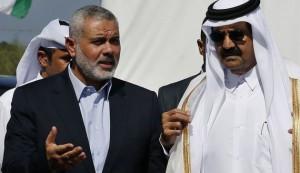 """Il """"primo ministro"""" di Hamas a Gaza Ismail Haniyeh (a sinistra) e l'emiro del Qatar Hamad bin Khalifa al-Thani"""