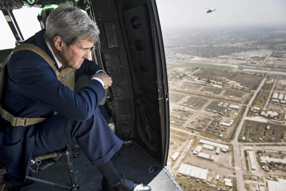 Il Segretario di stato Usa John Kerry in elicottero sopra Baghdad lo scorso 10 settembre