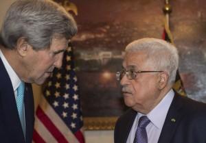 Il Segertario di stato Usa John Kerry e il presidente dell'Autorità Palestinese Mahmoud Abbas (Abu Mazen) nel loro recente incontro ad Amman