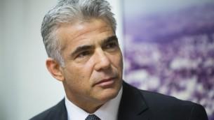 Yair Lapid durante la riunione di domenica del governo israeliano