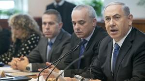Il primo ministro Benjamin Netanyahu durante la movimentata riunione di domenica del governo israeliano
