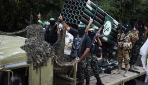 Lanciarazzi di Hamas schierati nella strisci di Gaza