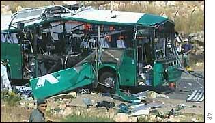 L'autobus 361 colpito nell'attacco terroristico palestinese del 4 agosto 2002 ad Har Meron, in Galilea