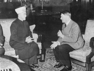 Il padre del movimento nazionale palestinese, Amin al Husseini, con Adolf Hitler in Germania nel 1941 (clicca per ingrandire)