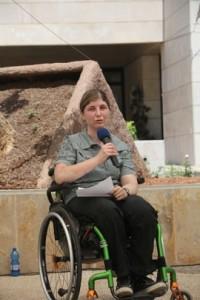 Una delle vittim dell'attentato all'Univesrità di Gerusalemme alla cerimonia del 2012 per il decennale della strage